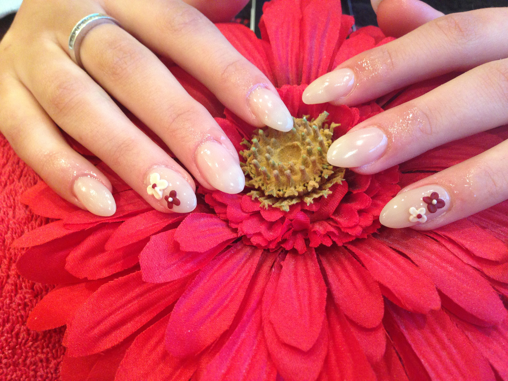 Full Set Of Acrylic Nails With Cream Polish And 3d Flower Nail Art