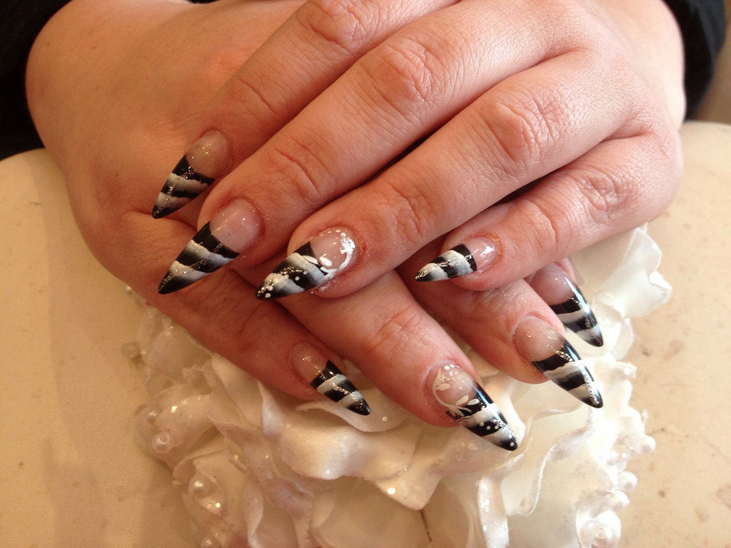 Stiletto Nails With Black And White One Stroke