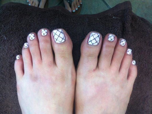 Criss-Cross Toe Nail Designs