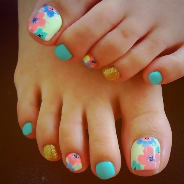 cute flower toe nail design - Nail Designs For You