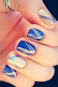 Elegant Blue Nail Design