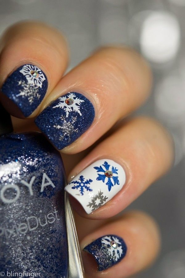 blue and white snowflakes christmas nail designs