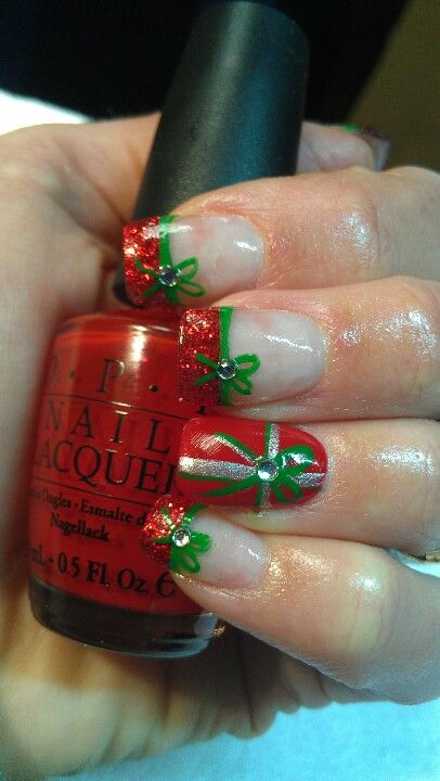 presents and bow christmas nail art design