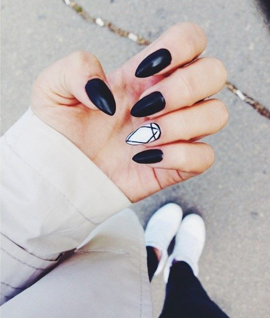 Stiletto's Black and White Nails