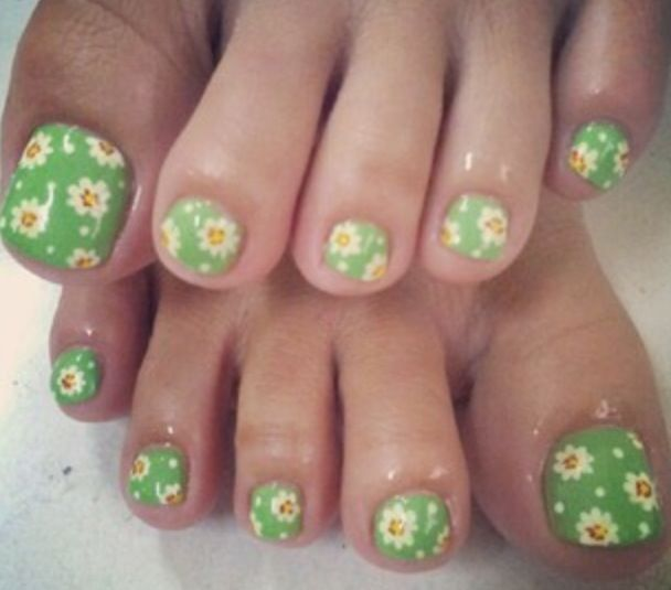 Flower Green Toe Nail Design