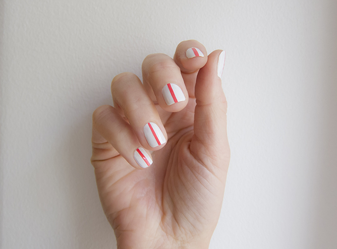red single vertical stripe nail design