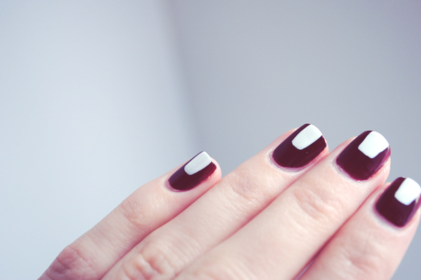 vertical stripe with block nail design