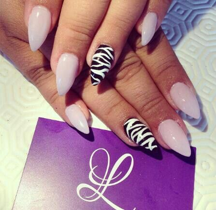 zebra-print-stiletto-nails